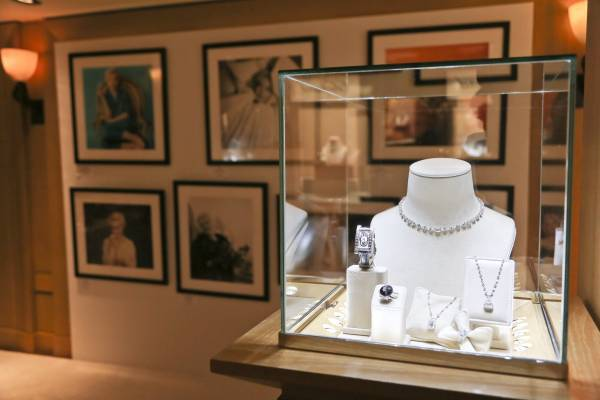 CHOPARD and UMA THURMAN HOST COCKTAIL AND DINNER TO CELEBRATE AN EXCLUSIVE VIEWING OF MARILYN FOREVER