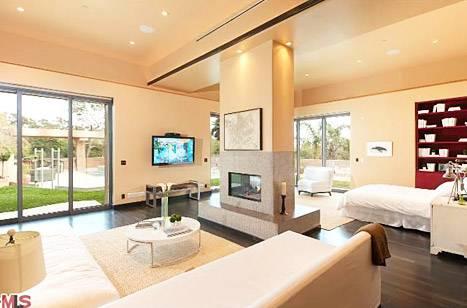 rihanna-house-bedroom-467