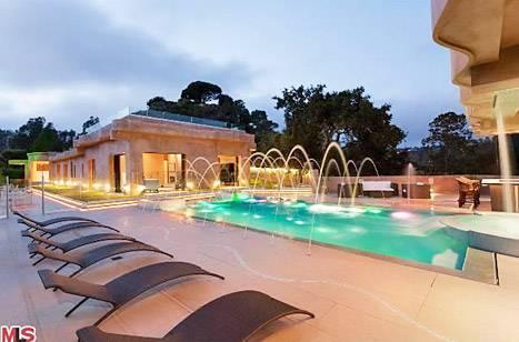 rihanna-house-pool-467