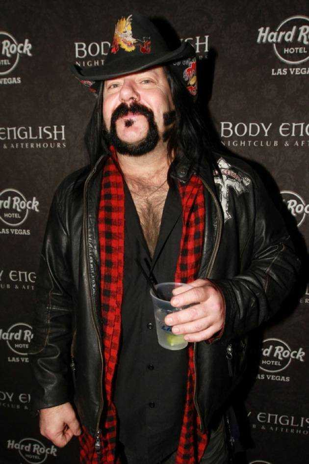 1.13.12 Drummer Vinnie Paul visits Body English Nightclub & Afterhours at Hard Rock Hotel & Casino, credit Hew Burney