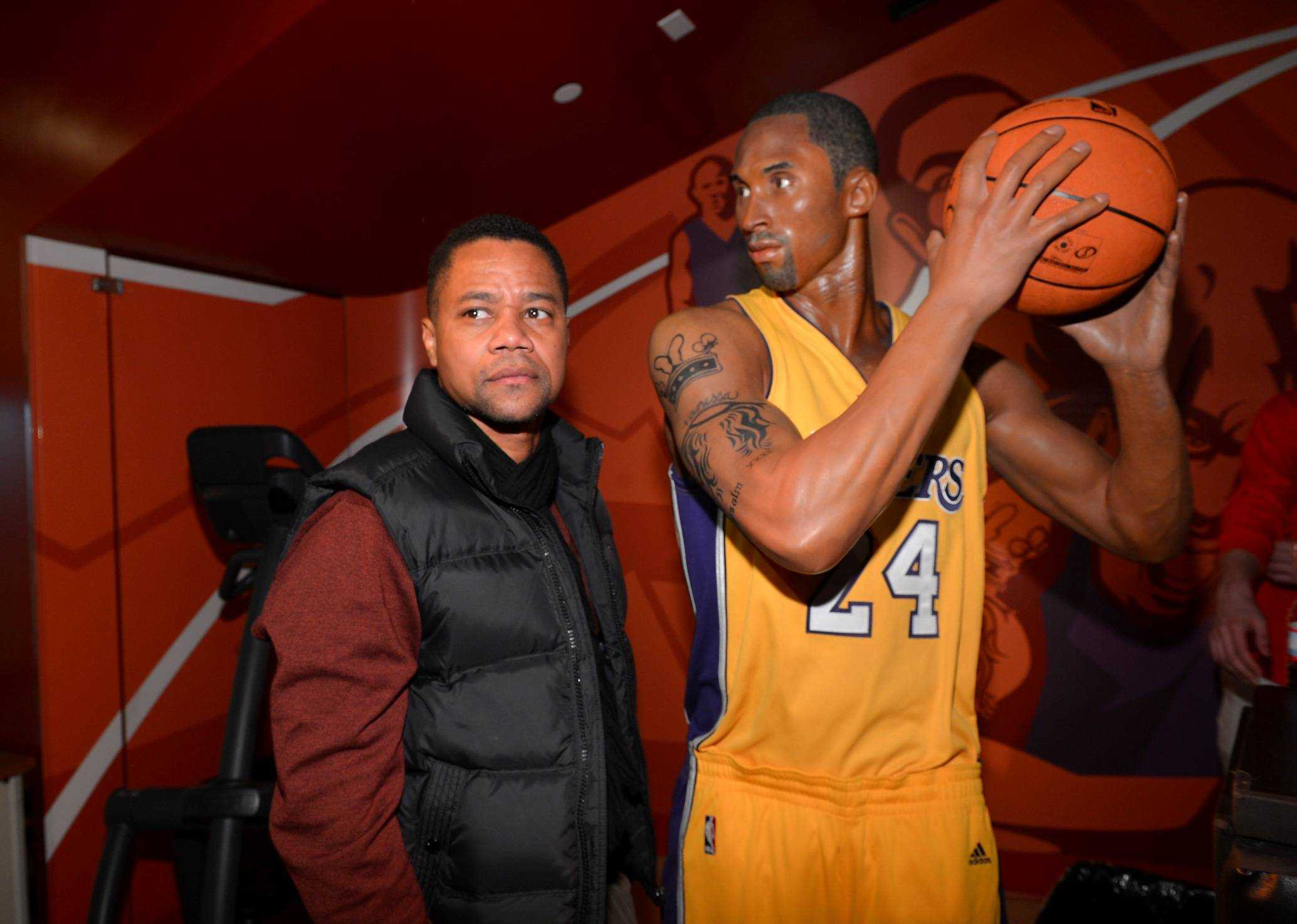 Cuba Gooding Jr taking a pointer of Kobe Bryant Wax Figure