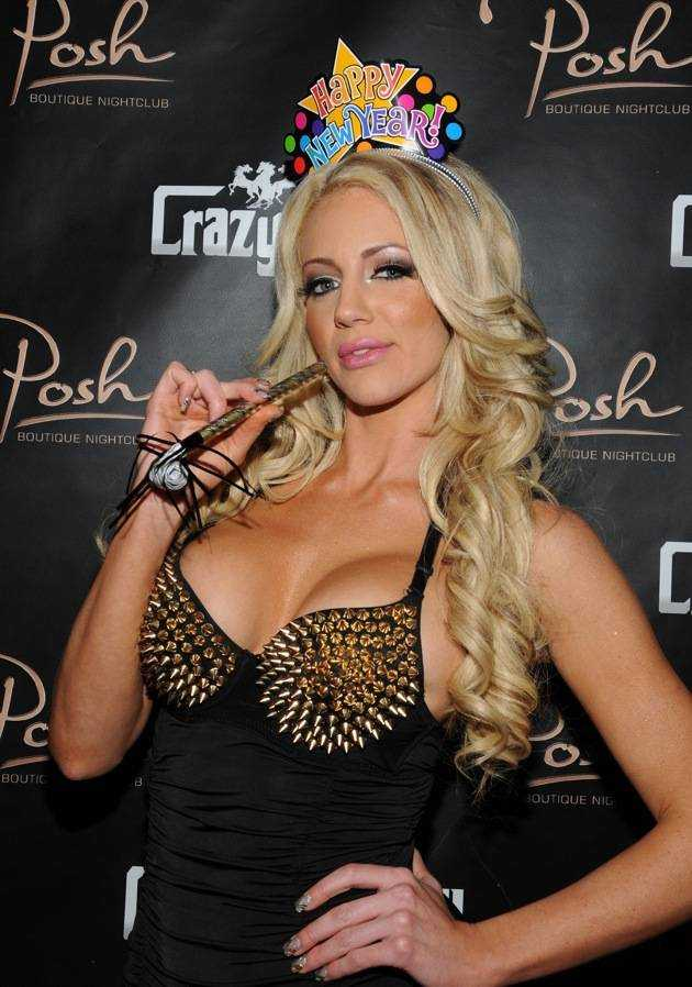 haute event nicolette shea rings in the new year at crazy