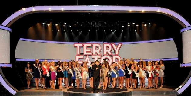 Terry Fator and Miss America contestants. Photos: Cashman Photo