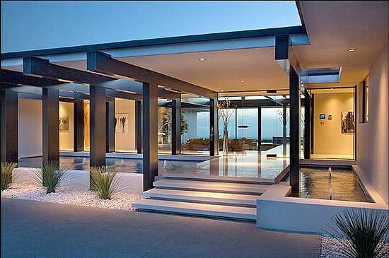Vera-Wangs-Beverly-Hills-Home-Exterior