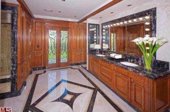 another-roomy-bathroom