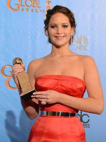 golden_globes_jennifer_lawrence_award_p_2013