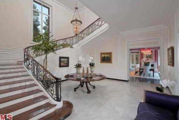 the-sweeping-staircase-is-adjacent-to-the-living-room-and-public-rooms