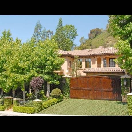 64597-kim_kardashian_reggie_bush_house_01_0005_Layer_11_full-480w