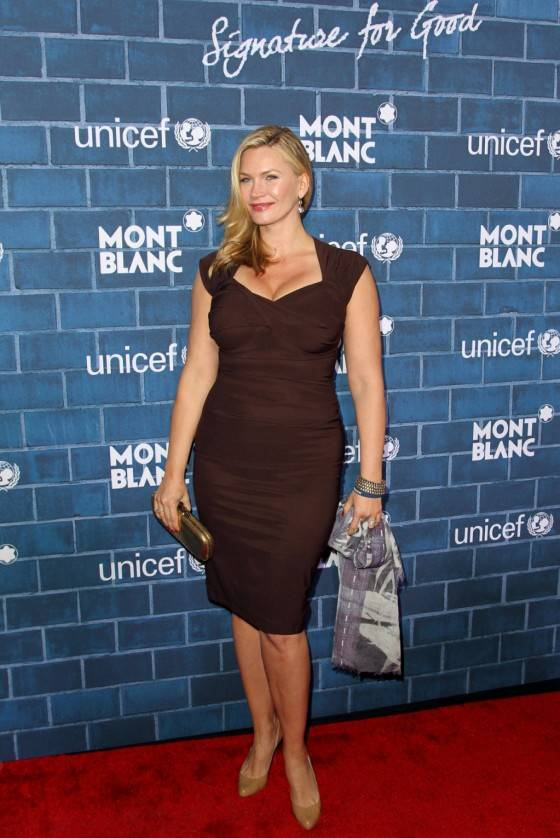 Natasha-Henstridge-at-Montblanc-and-Unicef-Pre-Oscar-Charity-Brunch--01-560x838