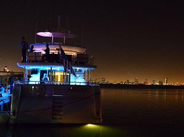 Yacht Aft