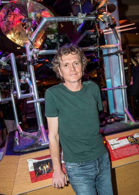 3.21.13 Rick Allen Poses with Custom Drum Kit at Hard Rock Hotel & Casino, credit Erik Kabik