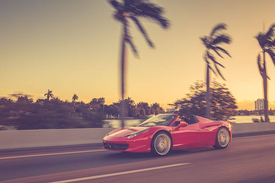 Rent_a_Ferrari_in_Miami_Lou_La_Vie