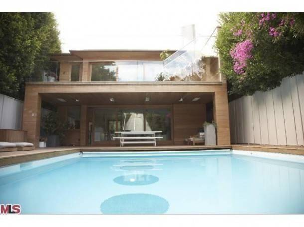 pamela-anderson-selling-malibu-home-10-610x457