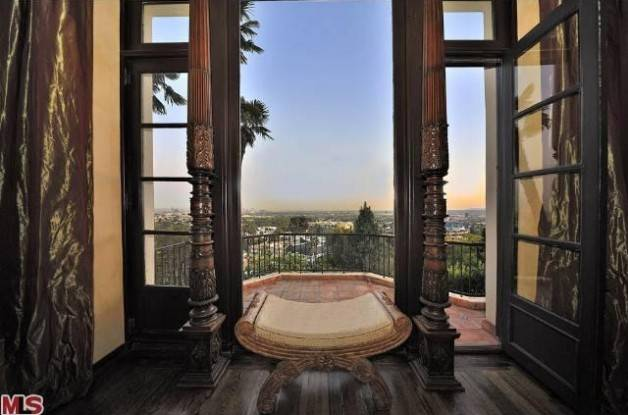 0408-katy-perry-hollywood-hills-mansion-11-628x415
