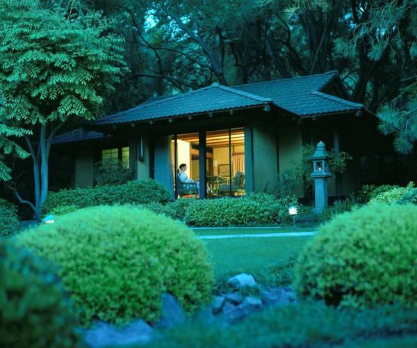 Room-exterior-eveningabb0ea