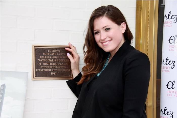 5.9.13_Alexandra Epstein with commemorative plaque – credit.ElCortezHotelCasino – compressed