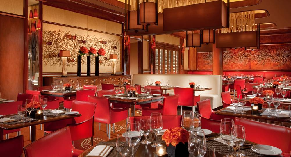 The Late Night Crowds At Wynn Las Vegas Favor Chef Enzo Febbraro S Clic Italian American Dishes Allegro Look For This Casual Spot To Be Open Daily