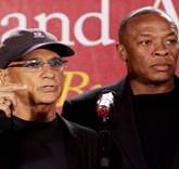 FEAT1368651921000-AP-Dr-Dre-Iovine-USC-Gift-1305151732_4_3_rx404_c534x401
