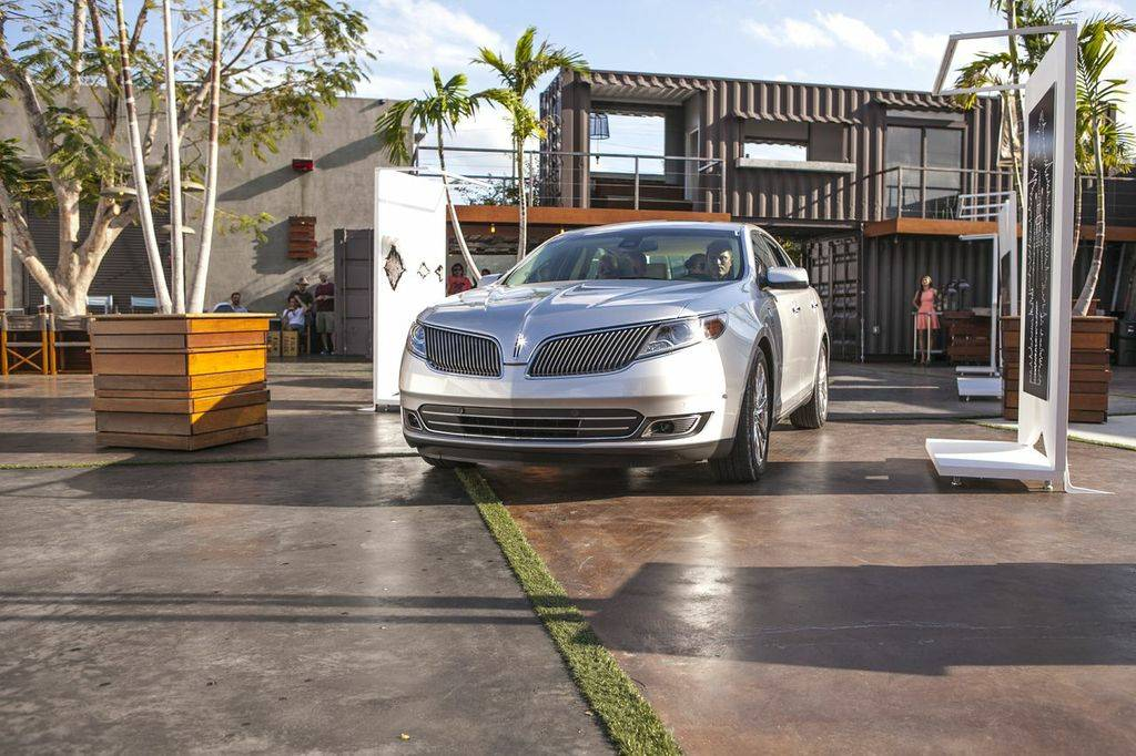 Lincoln MKZ at Maps