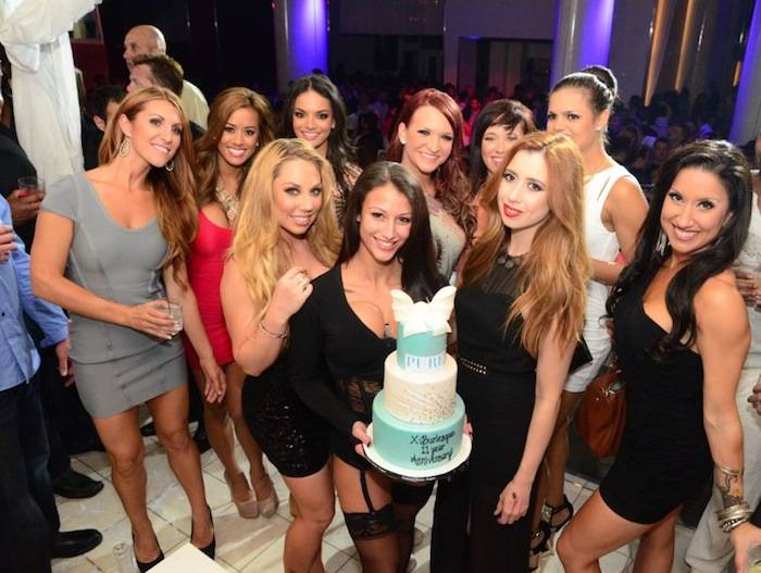 X Burlesque_Cake 2_PURE Nightclub