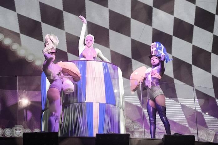 Dancers_HakkasanLV