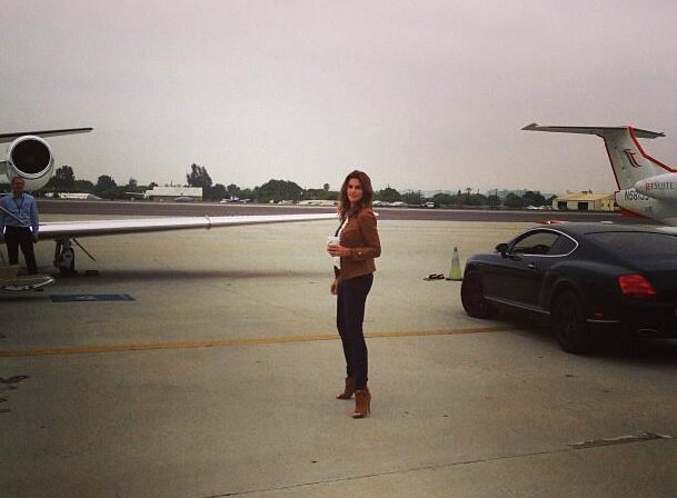 Cindy Crawford hopped from car to jet on her way to San Francisco
