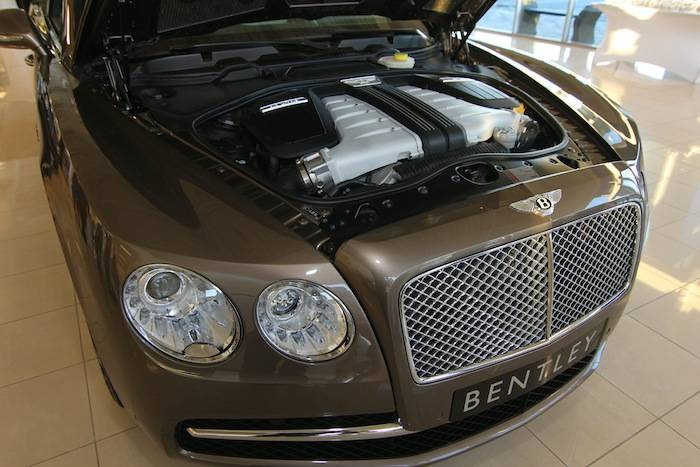 Bentley Flying Spur engine_