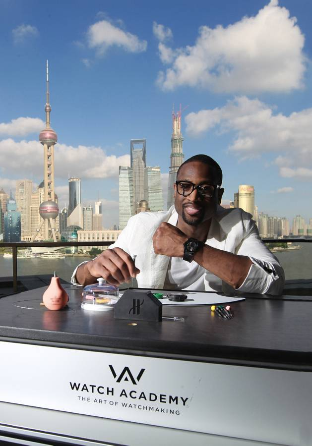 Dwyane-Wade-Shows-His-Hublot-Watches-in-Front-of-The-Bench-1