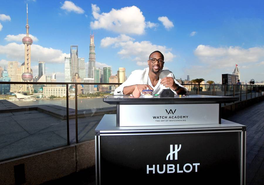 Dwyane-Wade-Shows-His-Hublot-Watches-in-Front-of-The-Bench-2