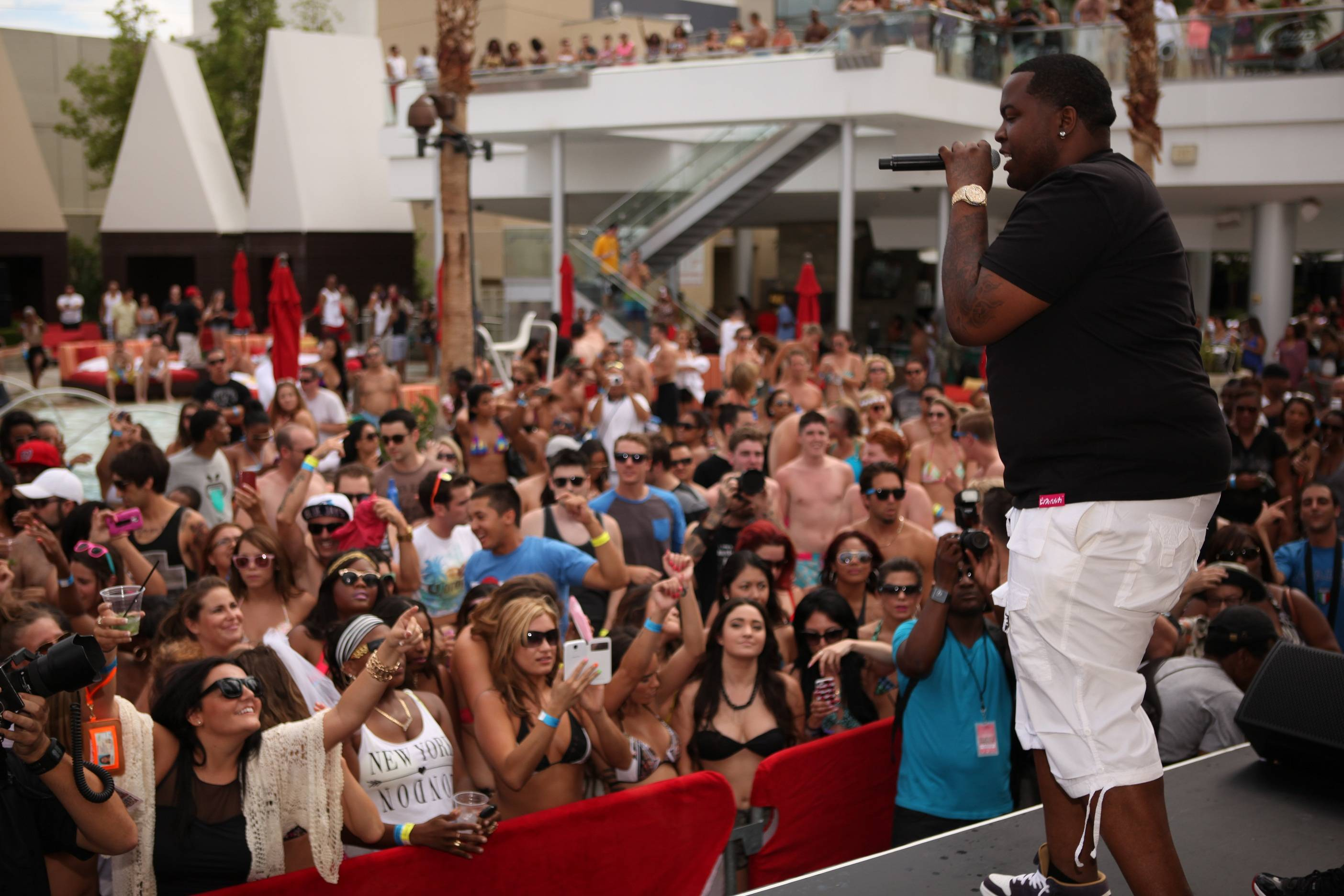 Sean Kingston and crowd