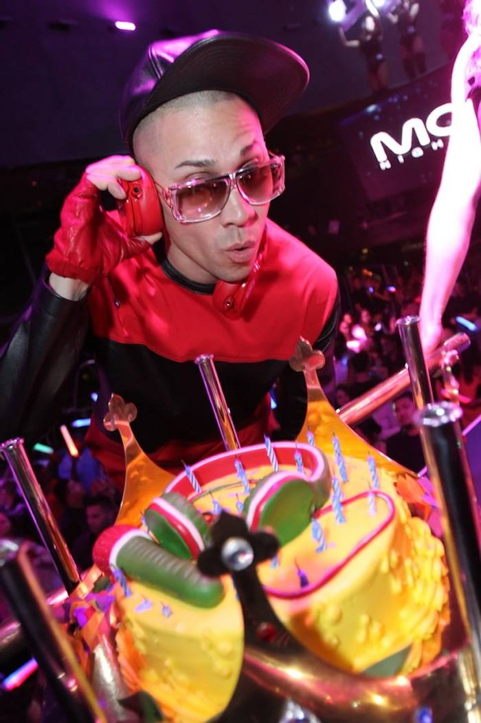 Taboo with birthday cake at Moon