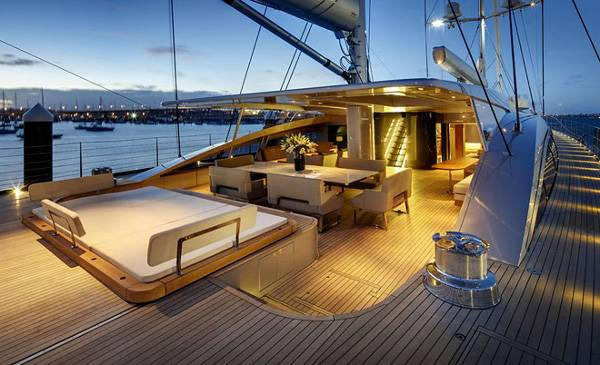 Alloy-Yachts-Vertigo-220-Superyacht-1
