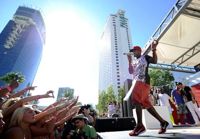 Ne-Yo Performs At