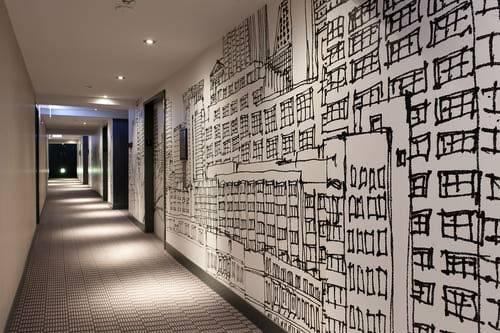Radisson-Blu-Aqua-Hotel-Chicago-Corridor