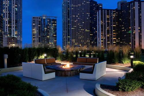 Radisson-Blu-Aqua-Hotel-Chicago-Firepit