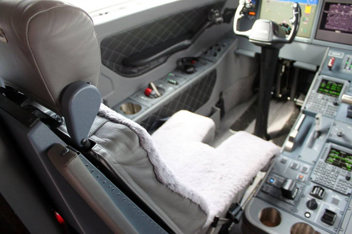g650-pilots-get-the-standard-sheep-skin-cover-for-their-seats-its-not-only-comfortable-its-great-for-absorbing-sweat
