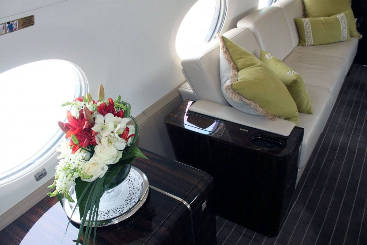 on-top-of-the-luxury-amenities-the-g650s-structure-and-engines-are-designed-so-the-cabin-can-be-pressurized-to-a-higher-level-than-normal