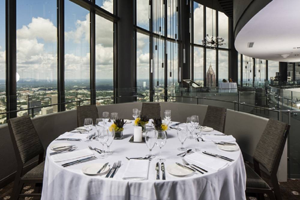 Enjoy The Breathtaking Skyline Of Atlanta In This Revolving Restaurant And Lounge Located At Top Westin Peachtree Plaza Hotel