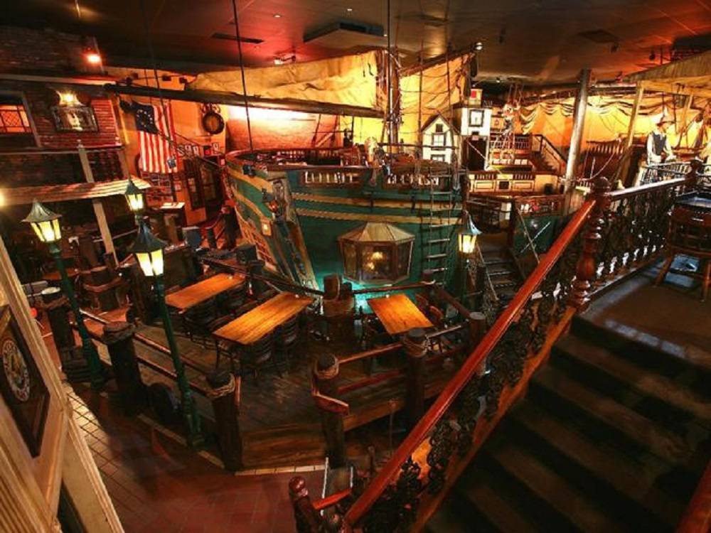 Auction at Dante's Down the Hatch Marks the End of an Era - Haute ...