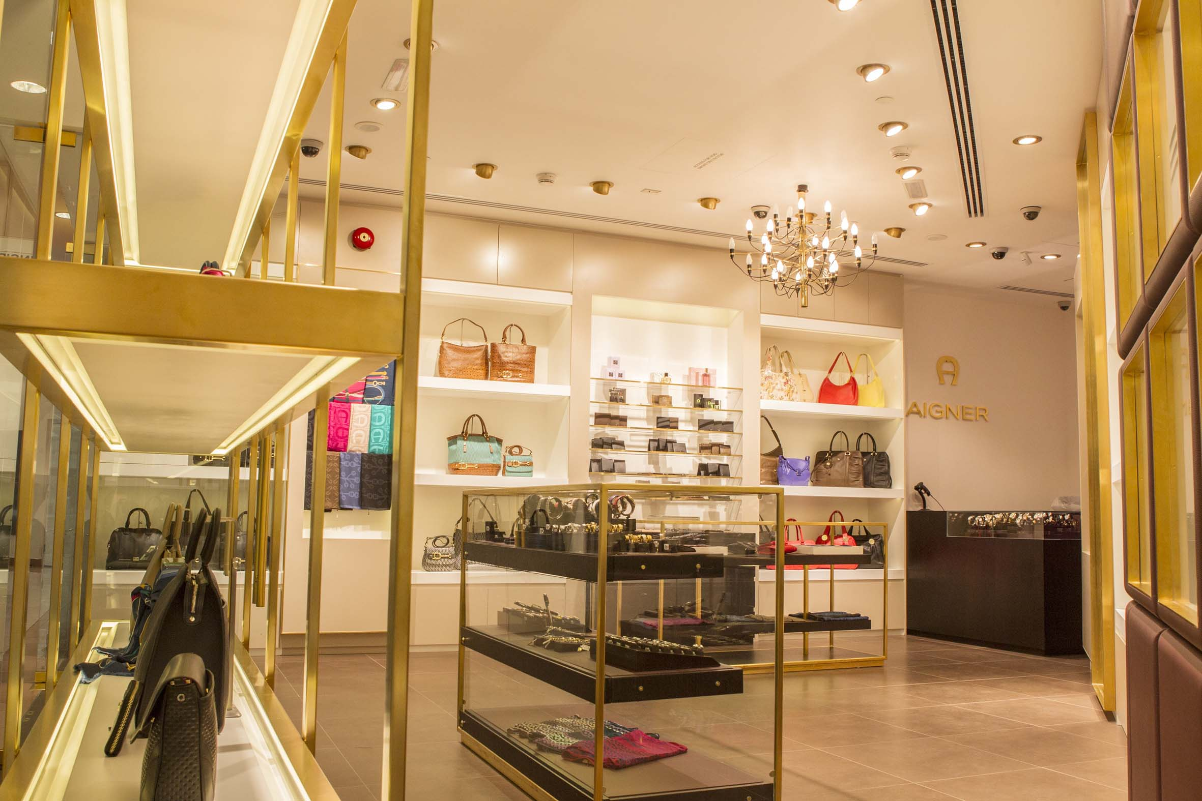 AIGNER – Marina Mall Abu Dhabi 13