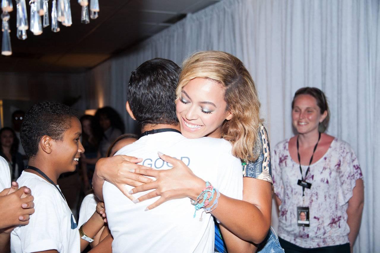 Beyoncé in Fortaleza with Cruciani C bracelets