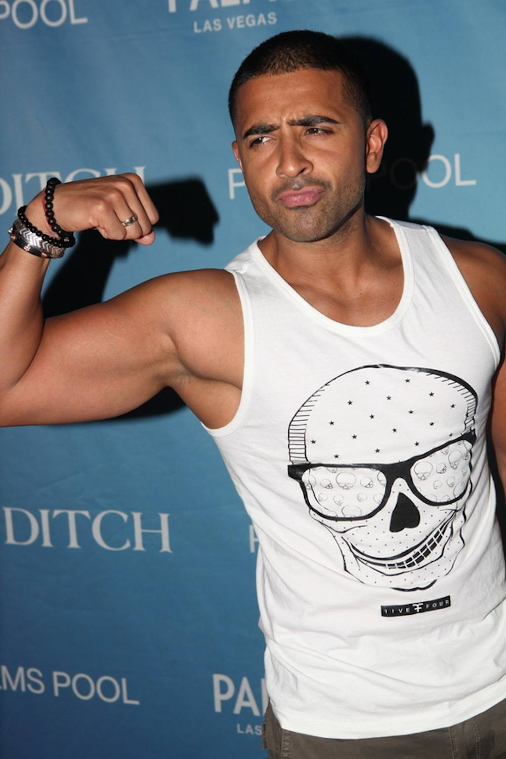 Jay Sean flexing