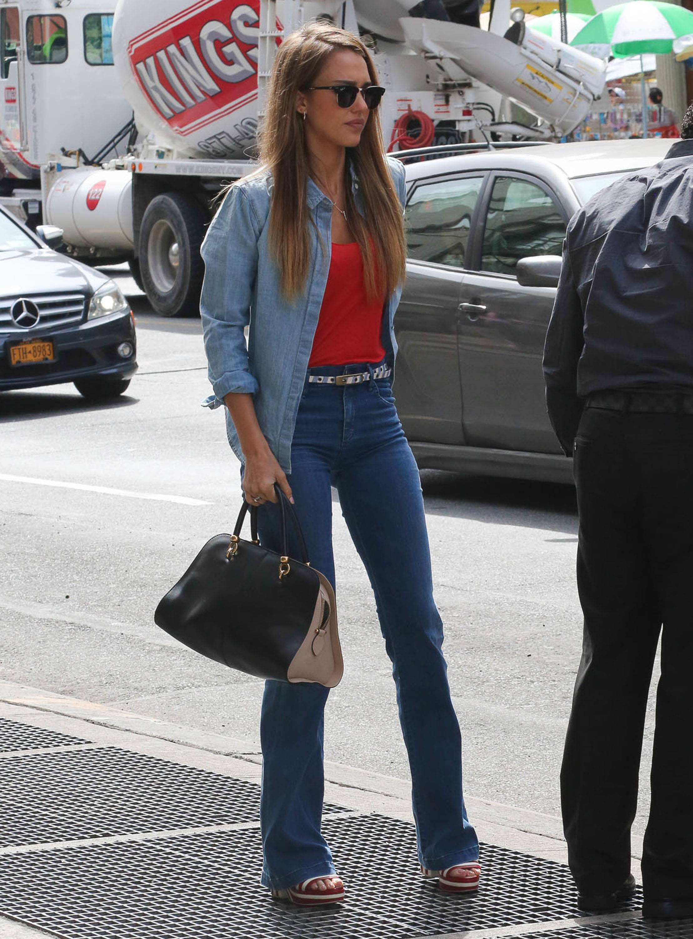 Jessica Alba Takes Haven To The Central Park Zoo