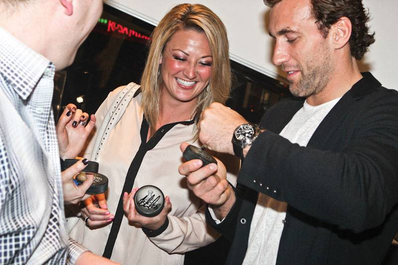 LAKings_Graham_WestimeEvent-Jarret-autographing-pucks
