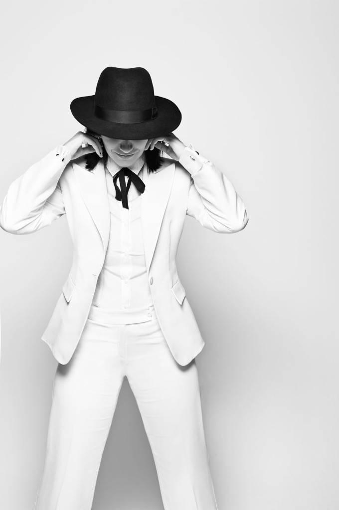 Laura Pausini. Image courtesy Giorgio Armani.