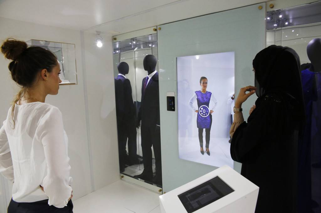 The Galleria - Inside the Virtual Style Pod