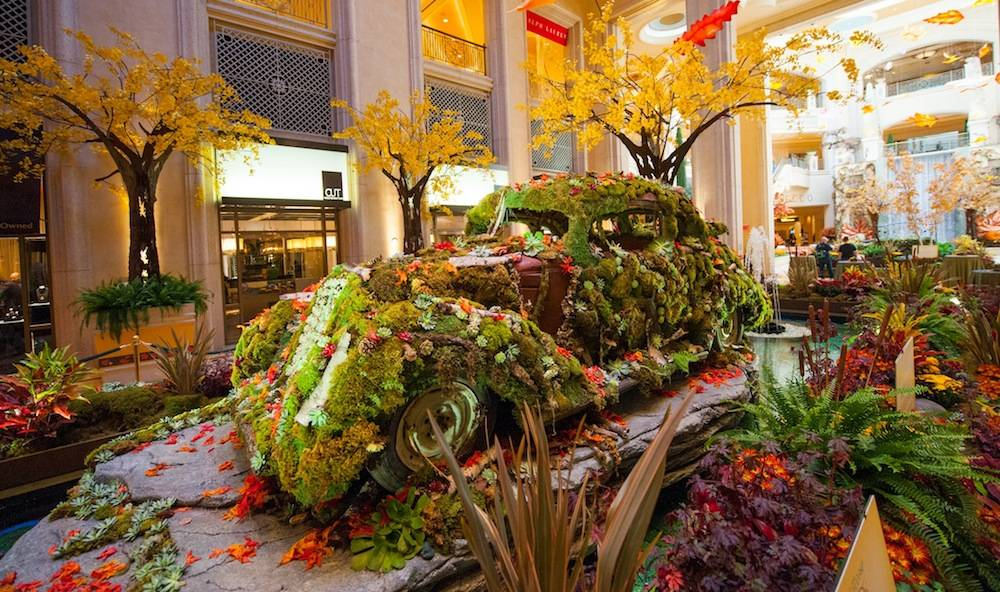 The Palazzo Waterfall Atrium Fall Display 1