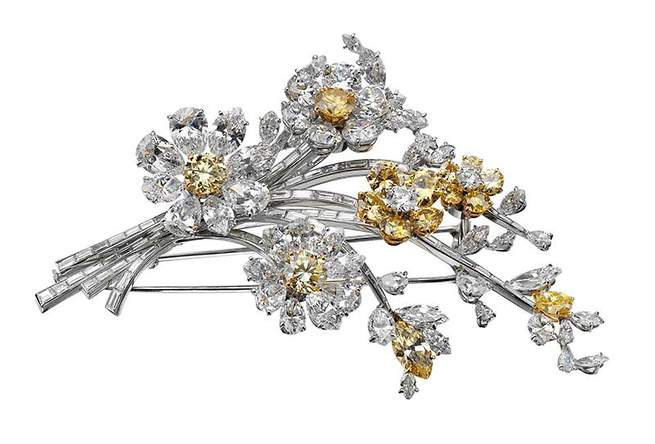 Tremblant brooch, 1962 Platinum with fancy yellow and white diamonds Bulgari Heritage Collection