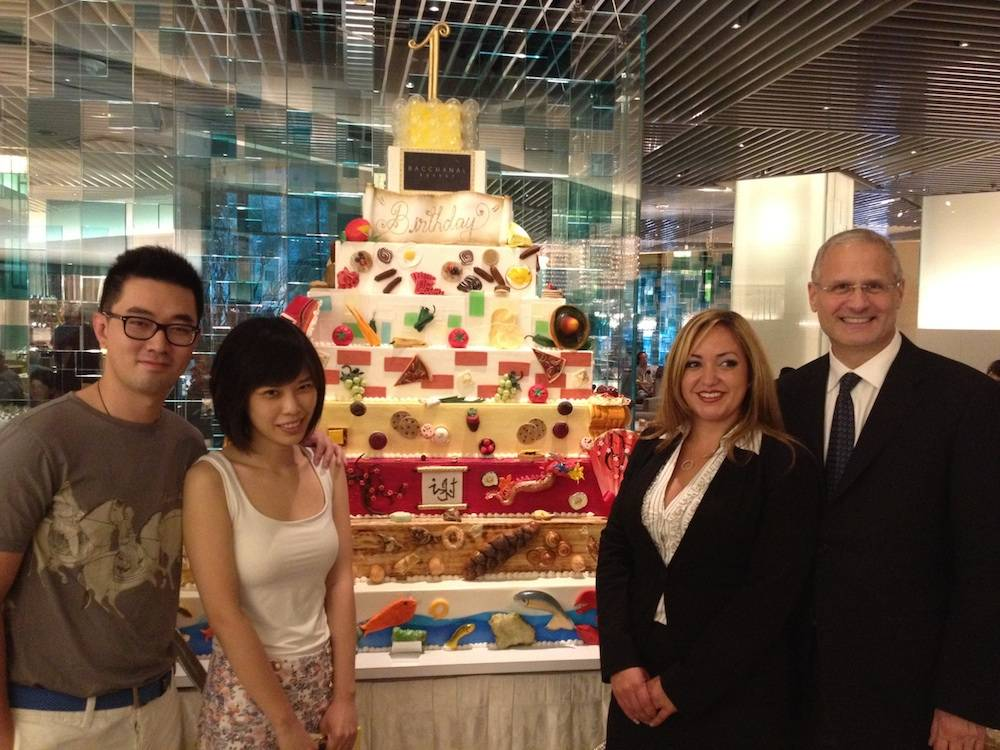 press.Yao Cheng, Tianshu Sun, one-millionth guest, General Manager Gabrielle Perez  and President of Caesars Palace Gary Selesner at Bacchanal Buffet copy