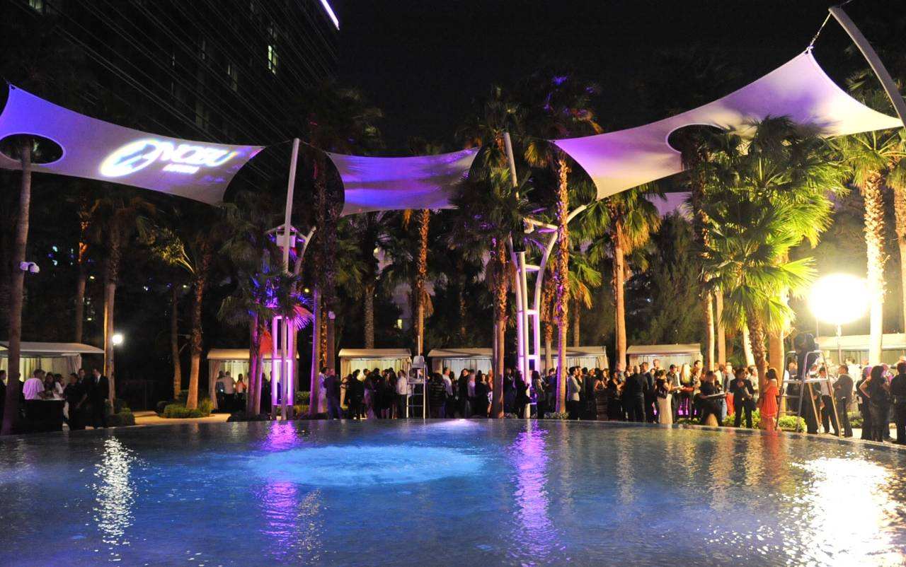 10_08_13_Guests surrounding Breathe Pool Photo Credit Patrick Gray
